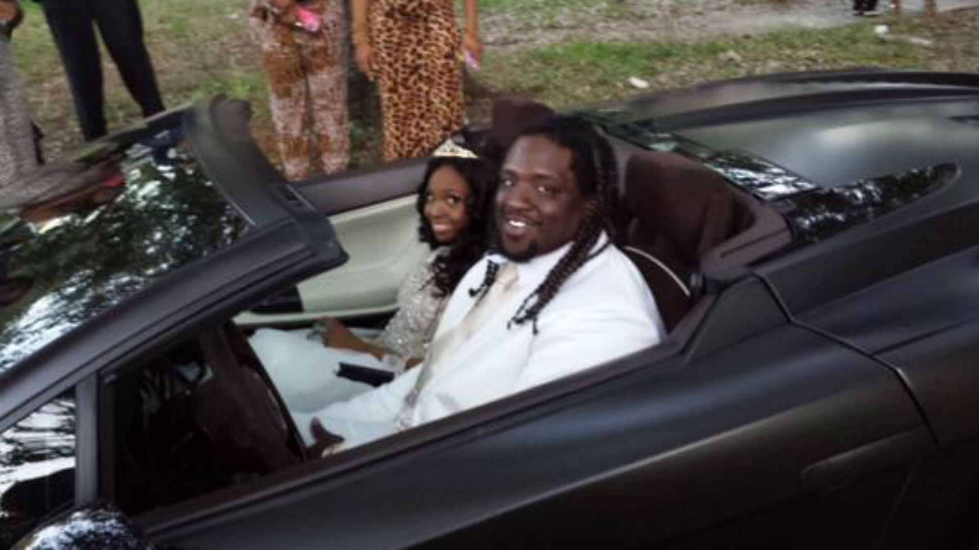 Jaguars' Sen'Derrick Marks takes 18-year-old cancer patient to prom
