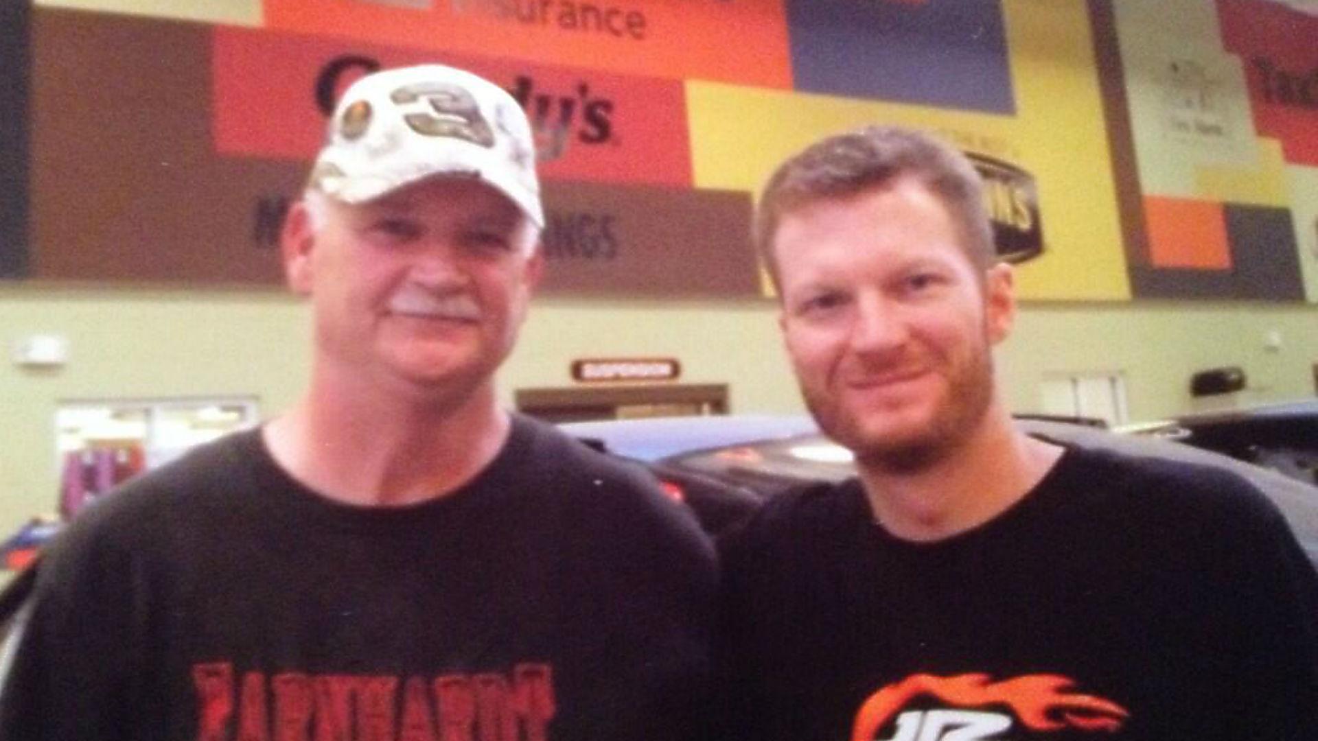 Dale Earnhardt Jr-fan-052514-FTR.jpg