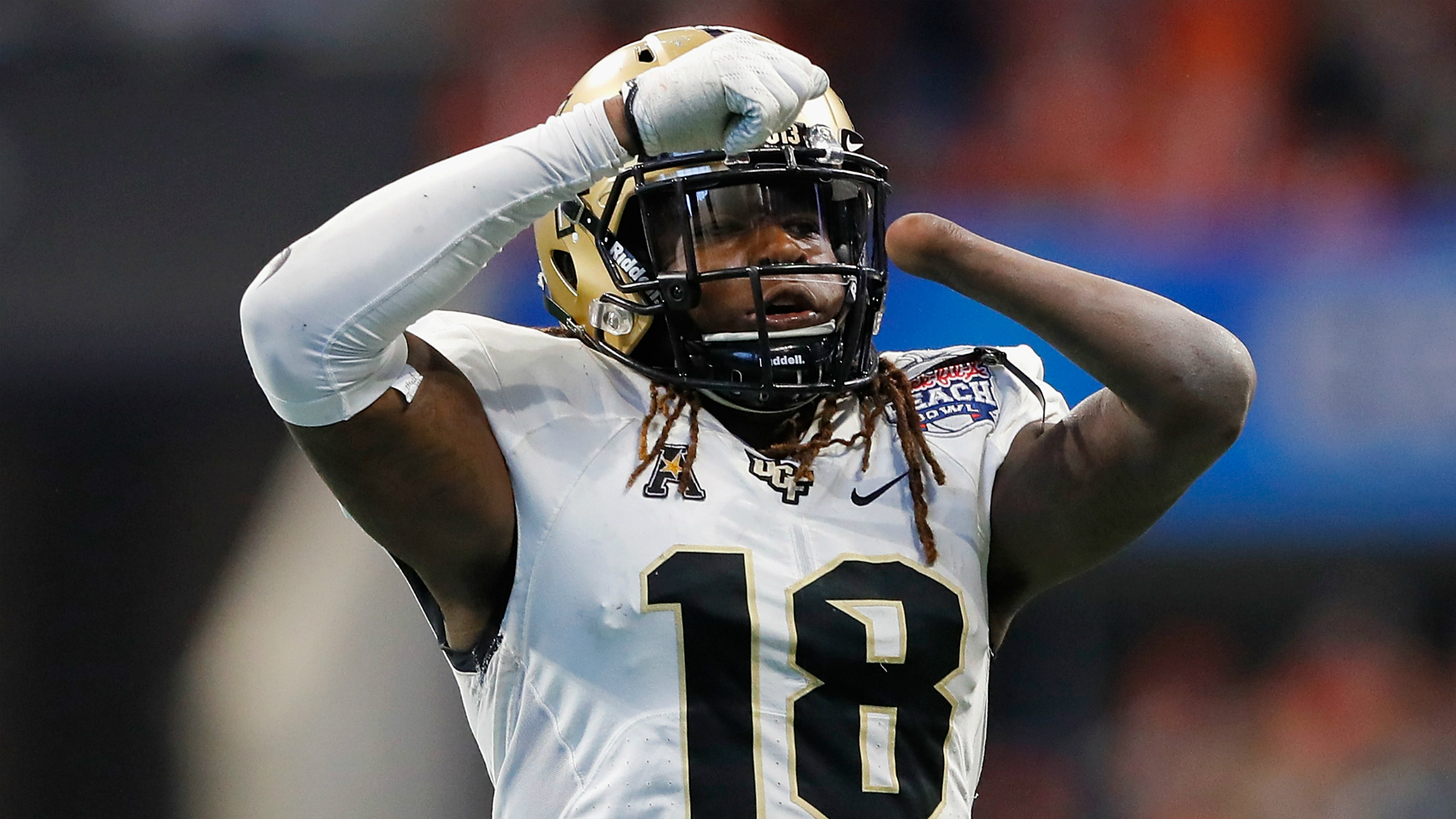 Shaquem Griffin posts 20-rep bench press using prosthetic