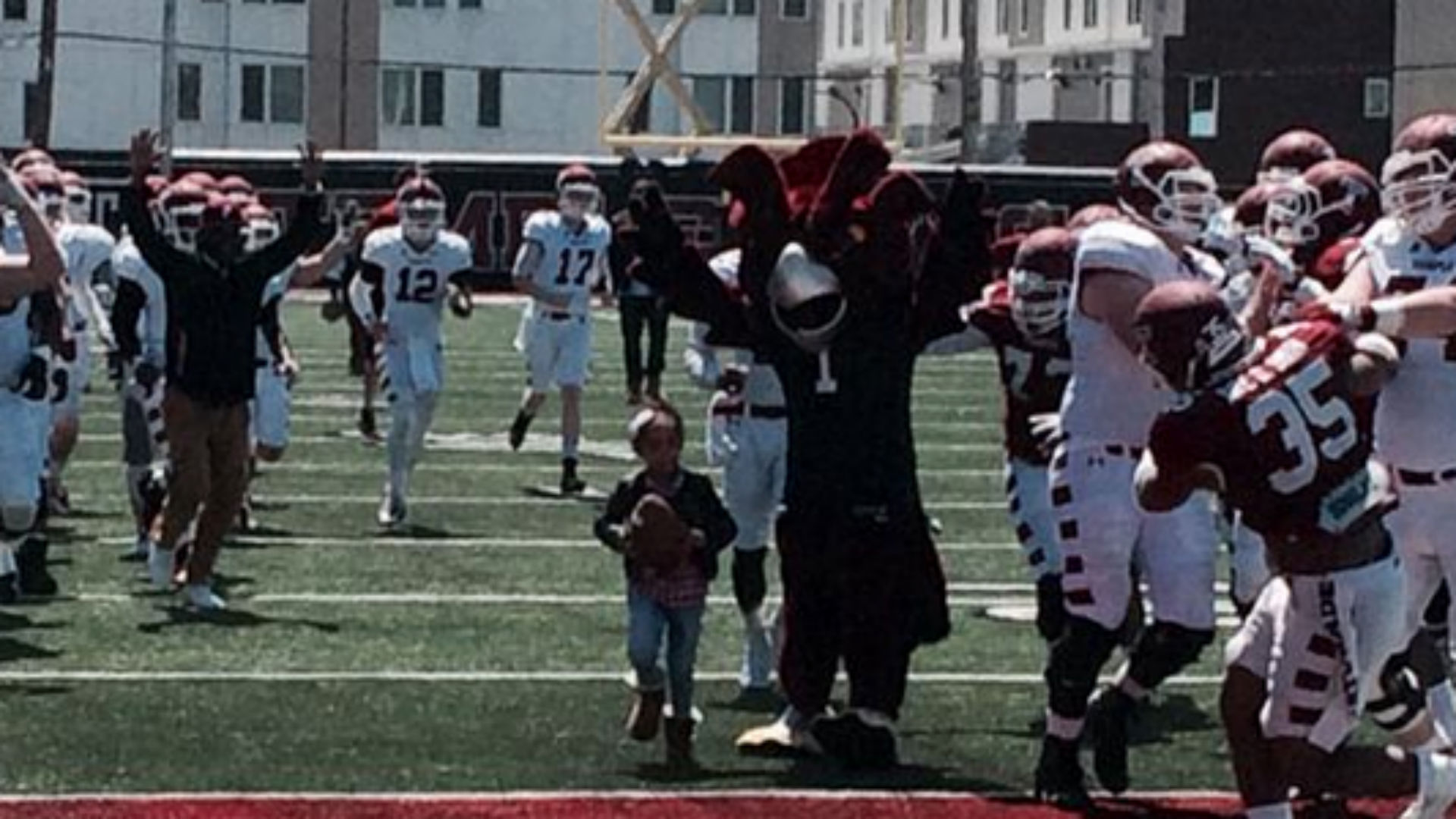 Leah Still scores touchdown during Temple spring game
