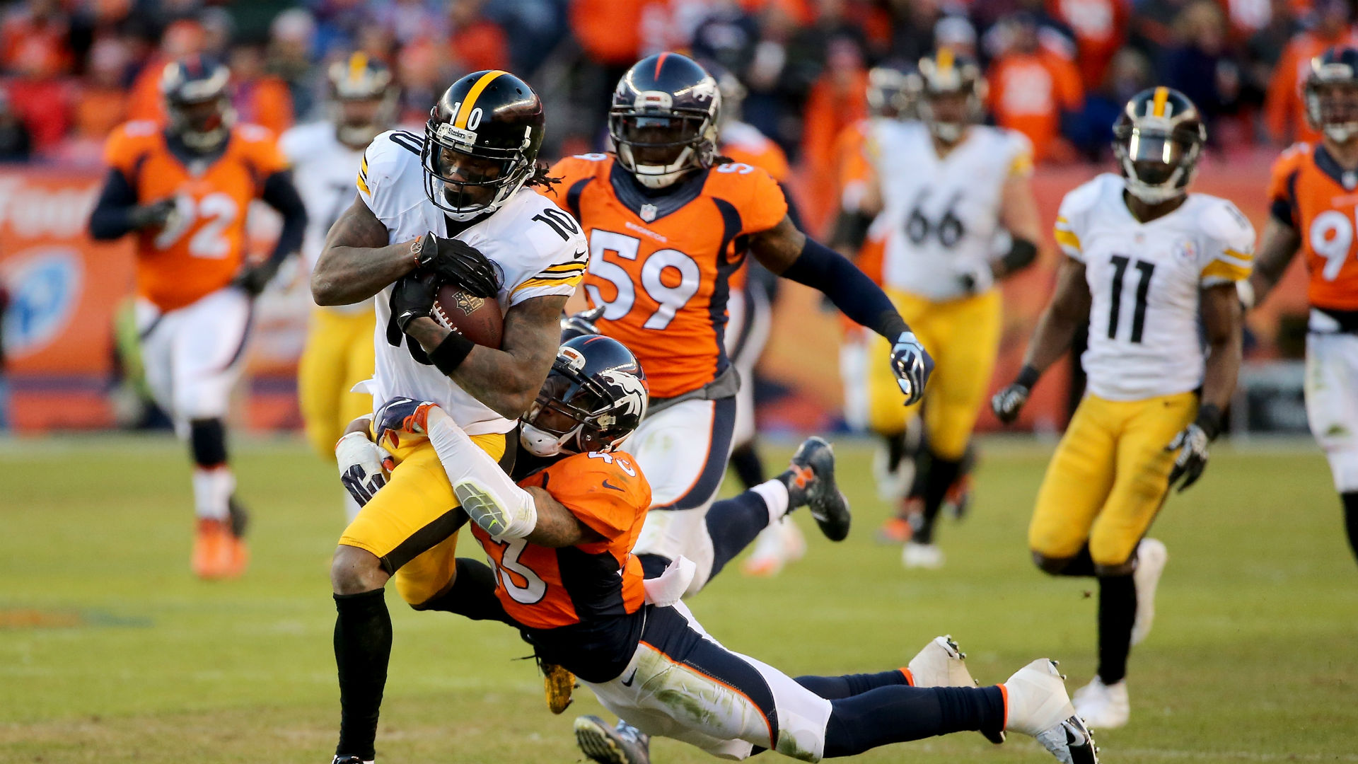 Suspended Steelers WR Bryant meets National Football League officials
