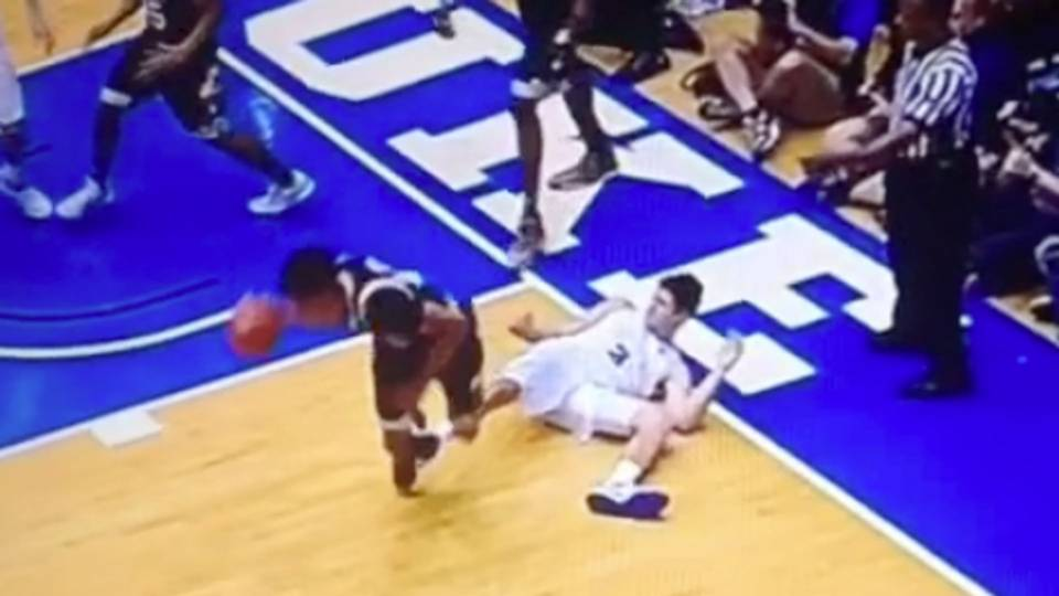 4bb159c3c Duke s Grayson Allen earns flagrant foul for intentionally tripping  Louisville player
