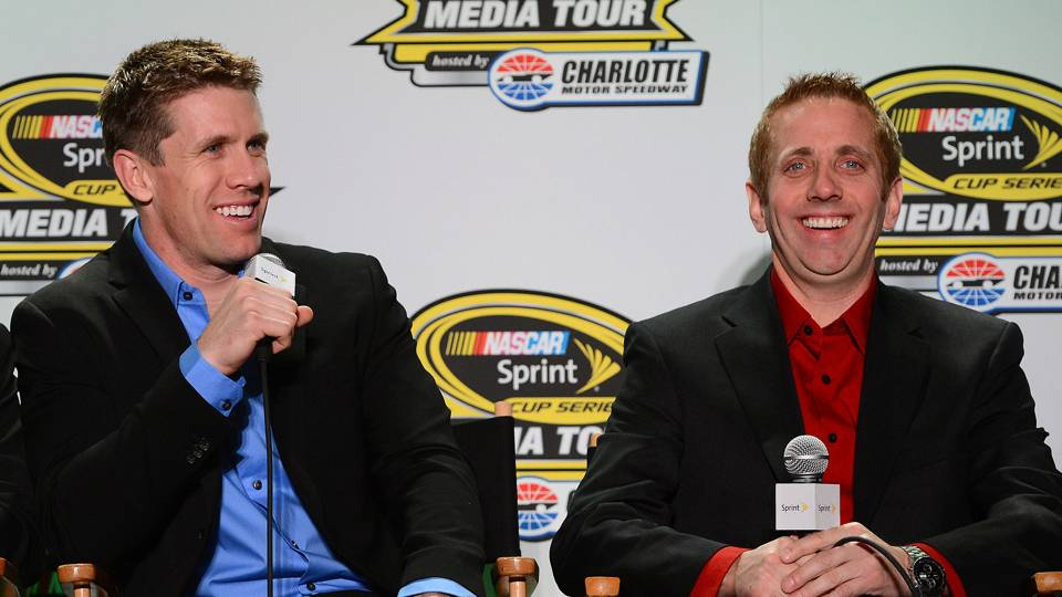Carl Edwards-Greg Biffle-AP-FTR.jpg