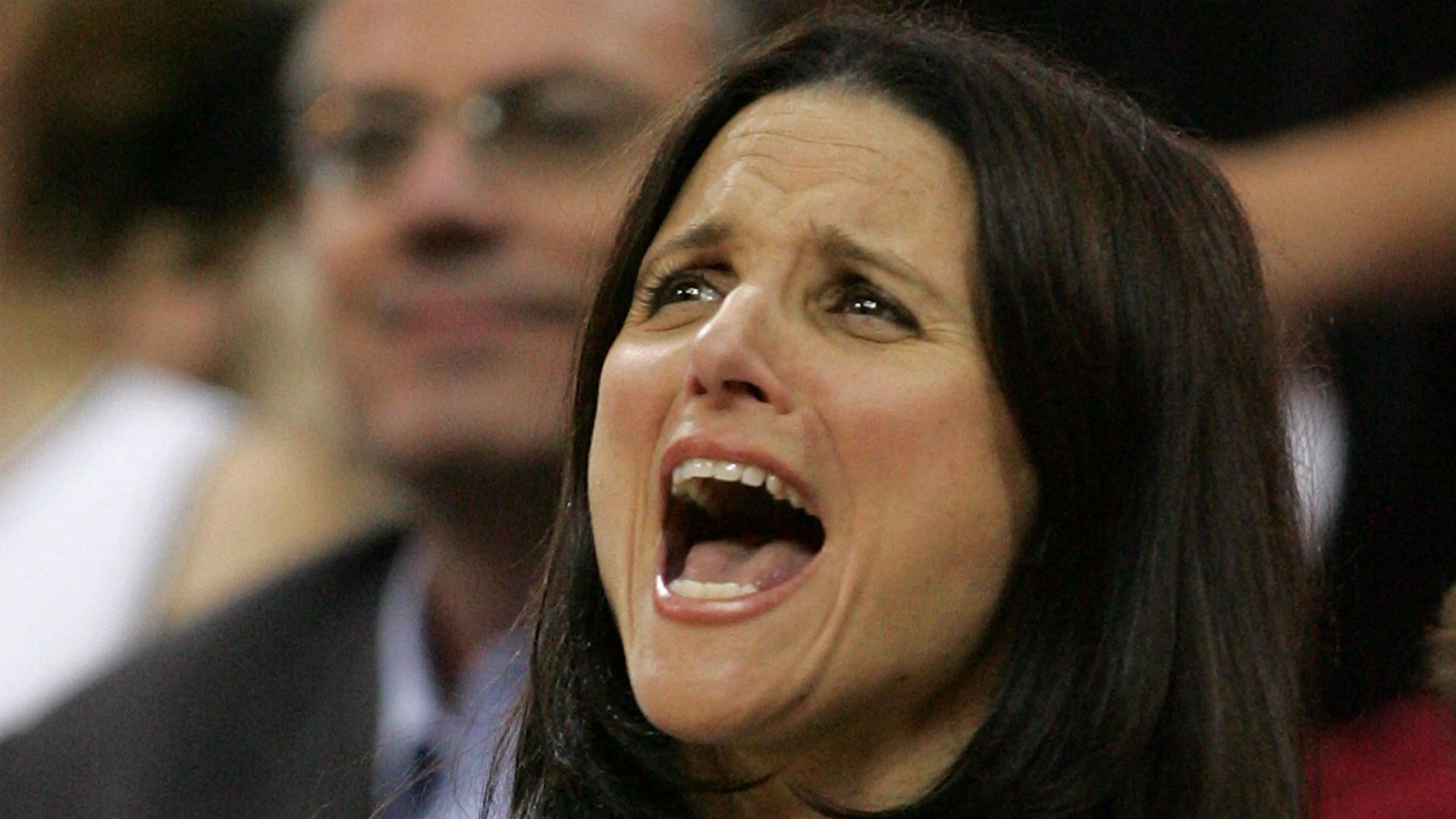 Julia Louis-Dreyfus is a total sports mom at son's game