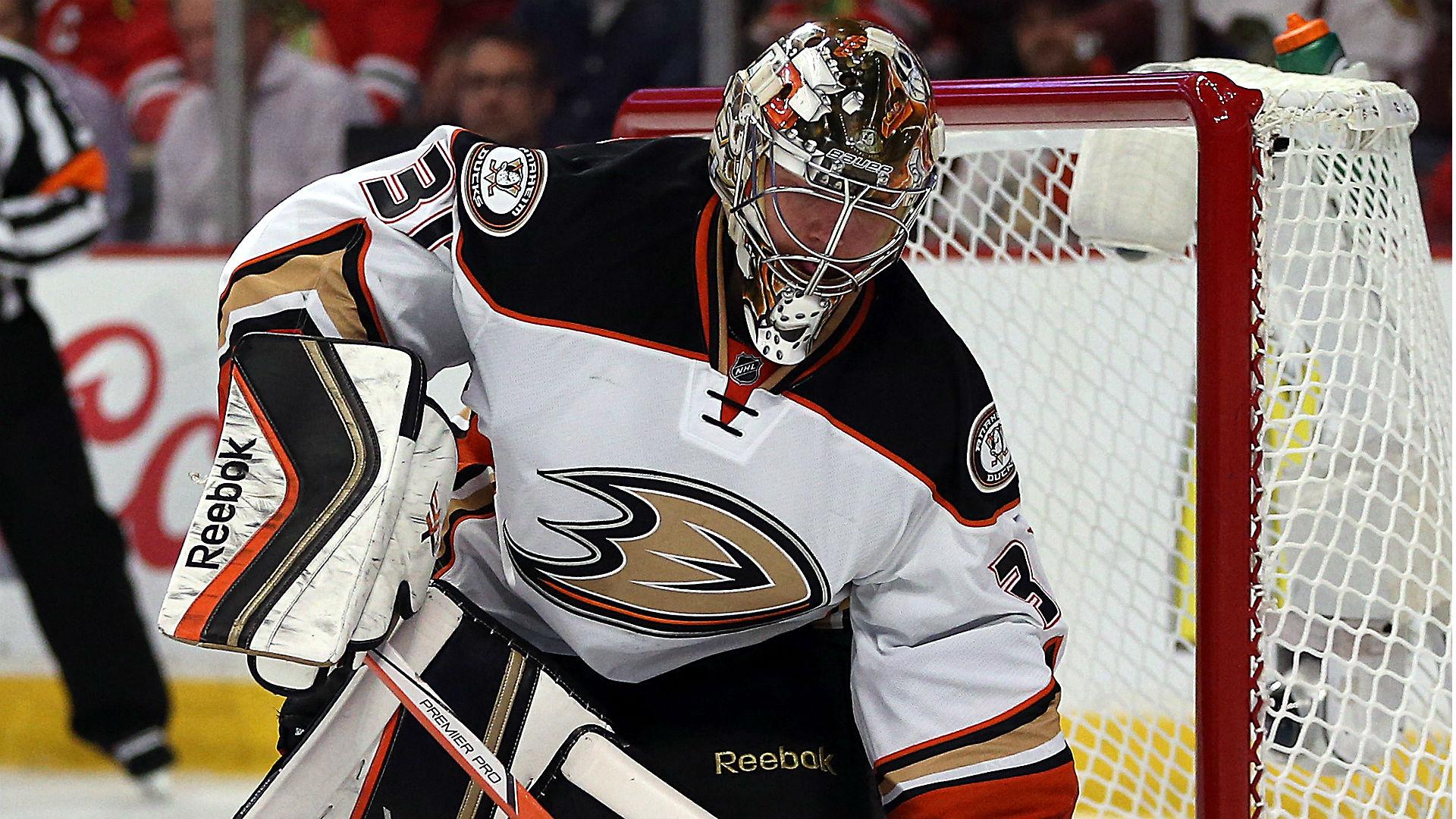 Blackhawks vs. Ducks Game 5 odds and betting analysis — Anaheim emerges as series favorite