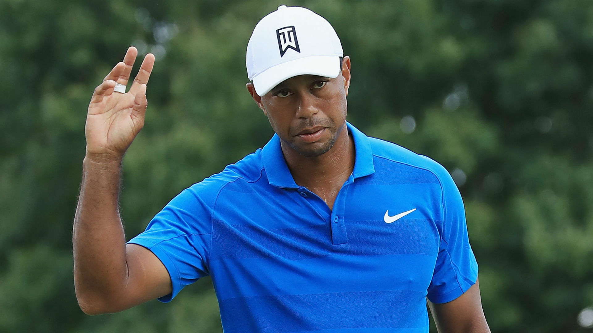 'Tigermania' breaks out as massive crowd salutes Tiger Woods