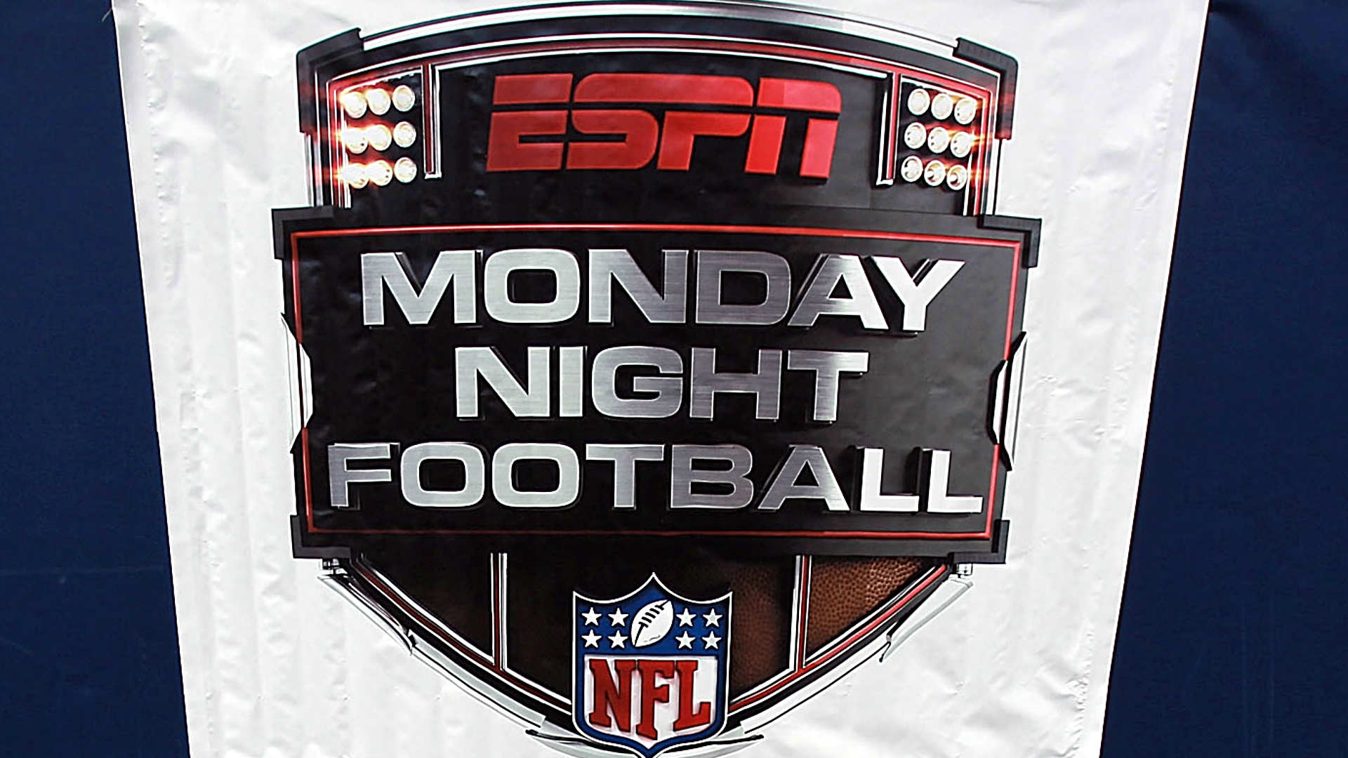 ESPN's Sergio Dipp Struggles as Sideline Reporter in First MNF Appearance