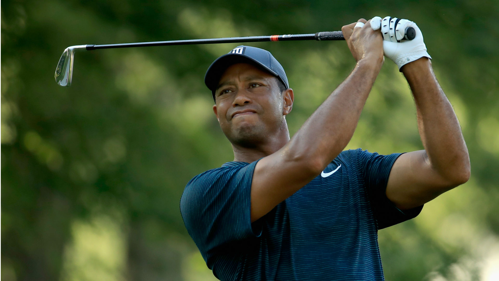 Putts won't drop, but Woods moves up the board at PGA anyway