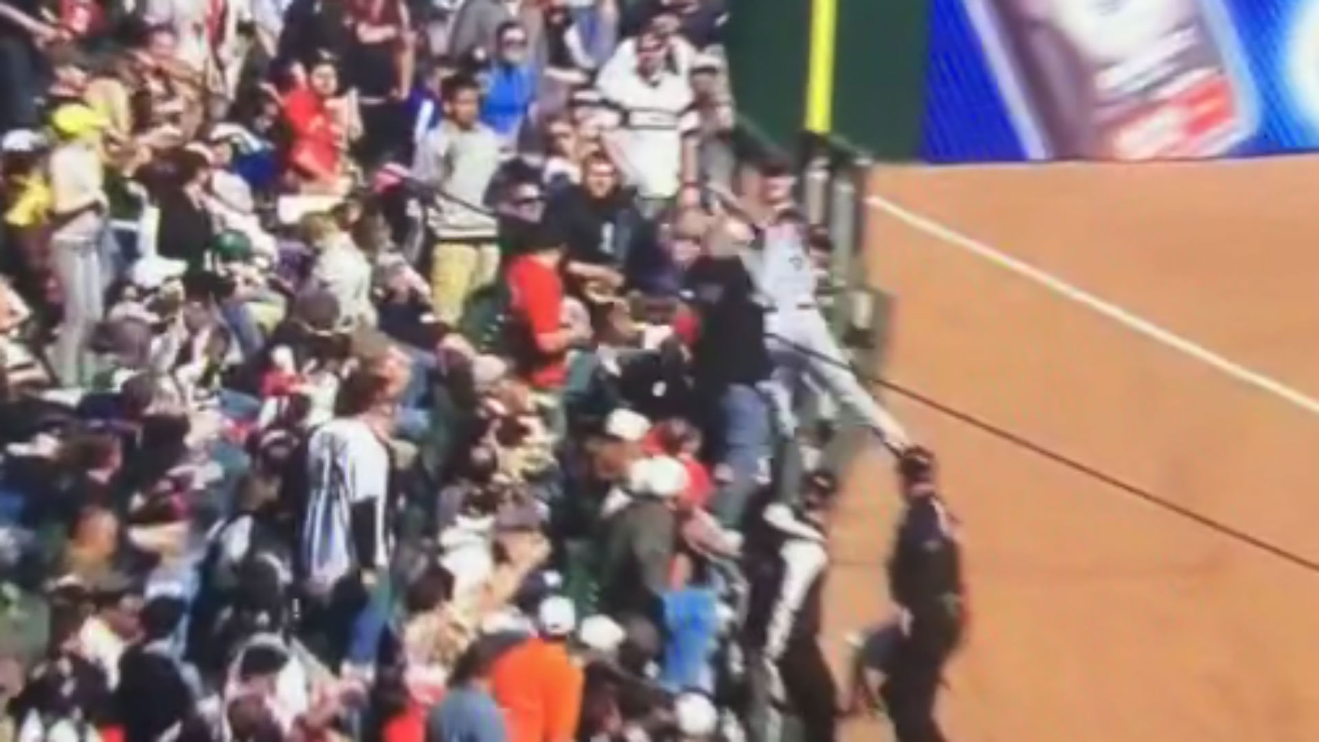 Alex Gordon dives into the stands to make an unbelievable catch