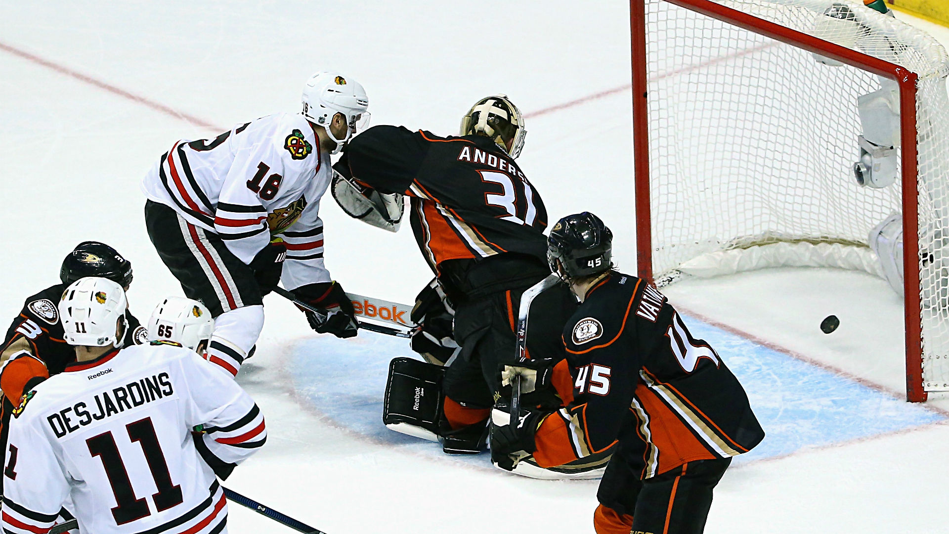 Ducks vs. Blackhawks Game 3 — Chicago a short favorite to advance