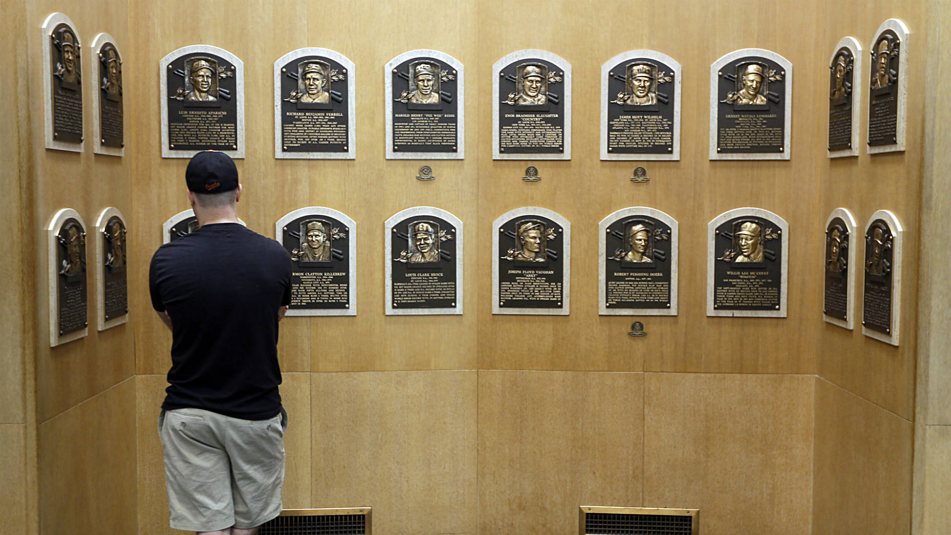 Hall of Fame: Tim Raines, 2 others get call to Cooperstown