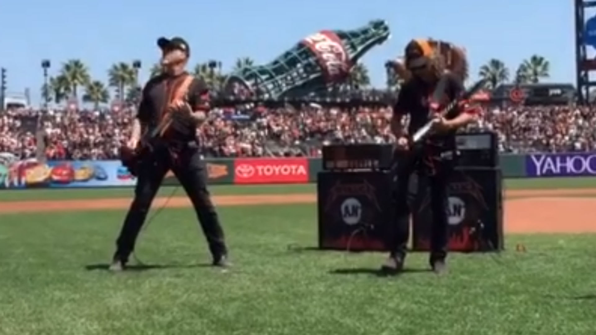 Metallica performs awesome rendition of national anthem at Giants game