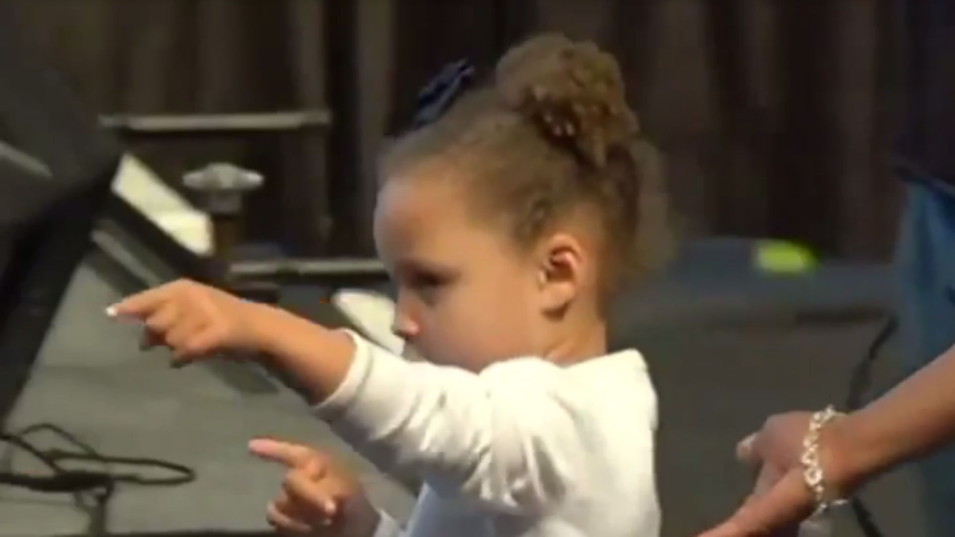 stephen curry u0026 39 s daughter riley steals show at mvp ceremony