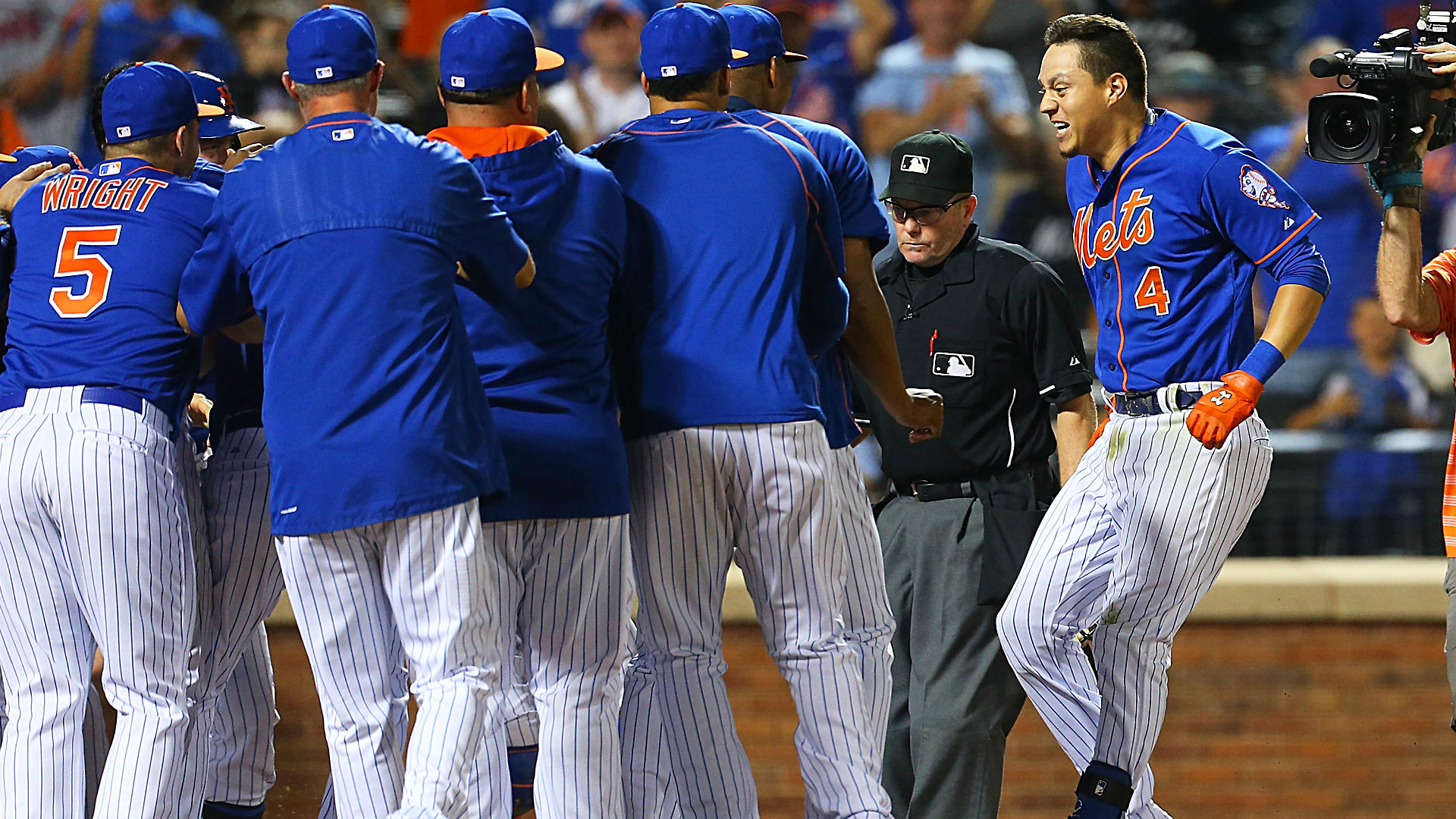 Wilmer Flores completes emotional cycle two nights after almost being traded