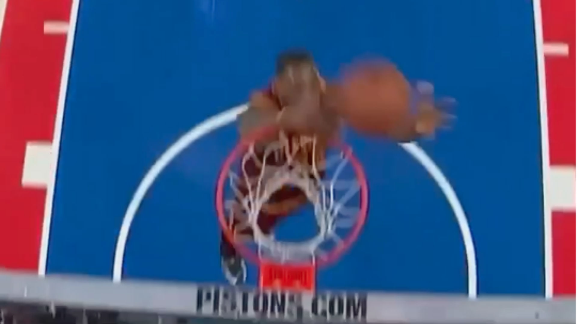 LeBron James missed dunk FTR .jpg