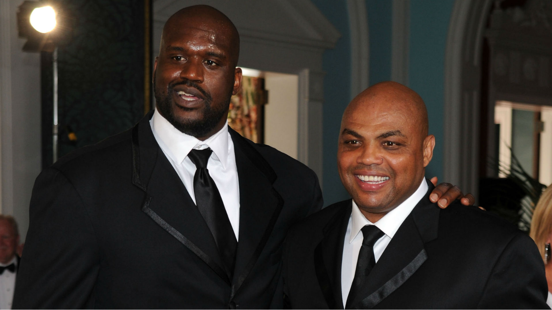 Shaquille O'Neal drops 'Google me, Chuck' on Barkley during heated talk