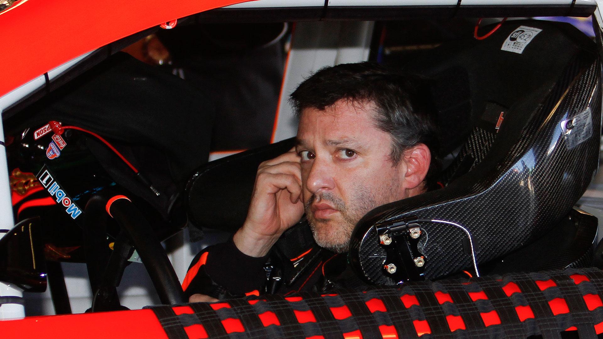 NASCAR-Stewart3-040114-AP-FTR
