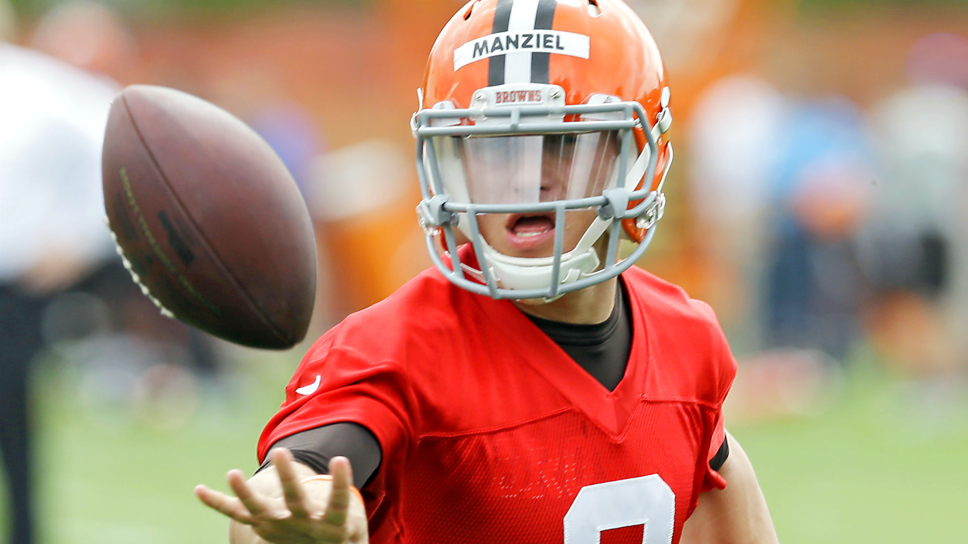 Johnny Manziel, Terrelle Pryor makeovers begin at Browns camp