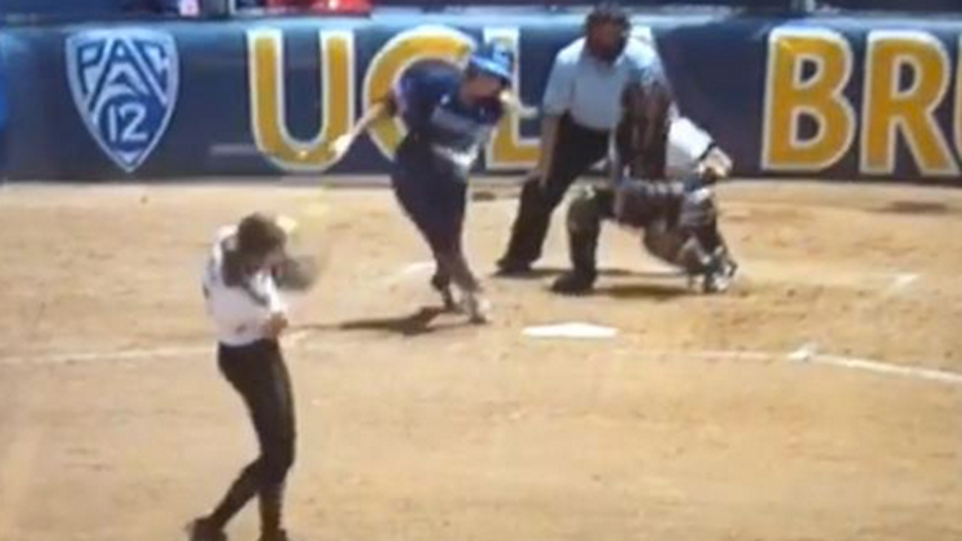 Missouri softball pitcher exits Super Regional after getting hit in head with line drive