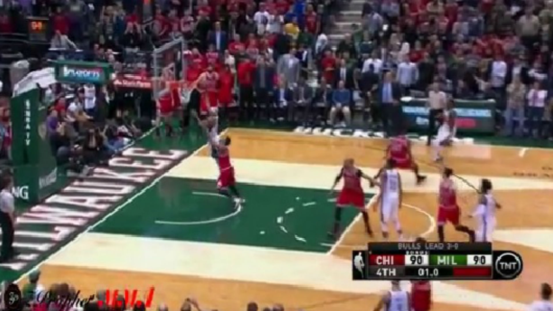 Jerryd Bayless hits buzzer-beating layup to help Bucks defeat Bulls