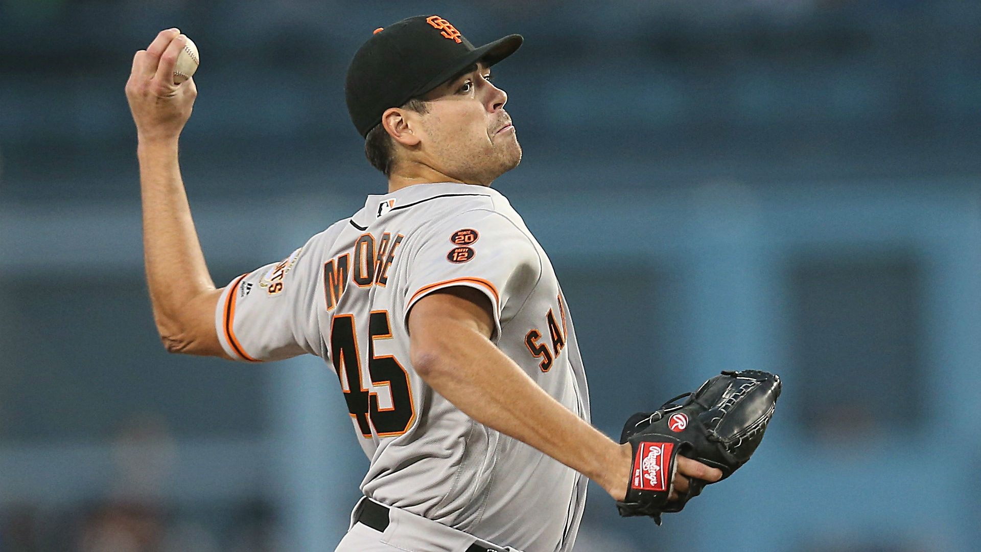 Giants' Moore just misses no-hitter vs. Dodgers