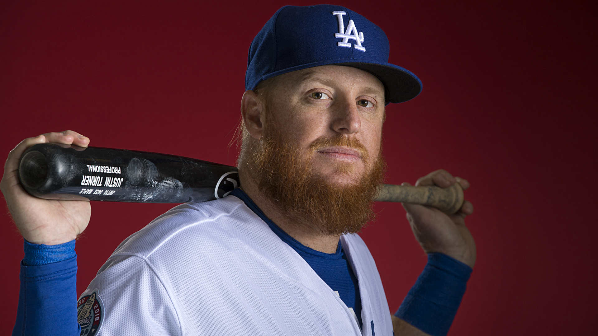 Dodgers' Justin Turner breaks left wrist on HBP