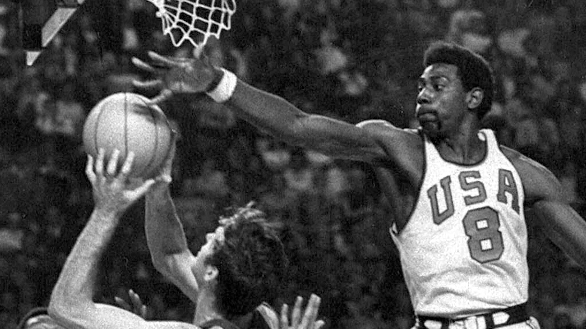Spencer Haywood s Hall of Fame eyes opened by fiery Jesse Owens