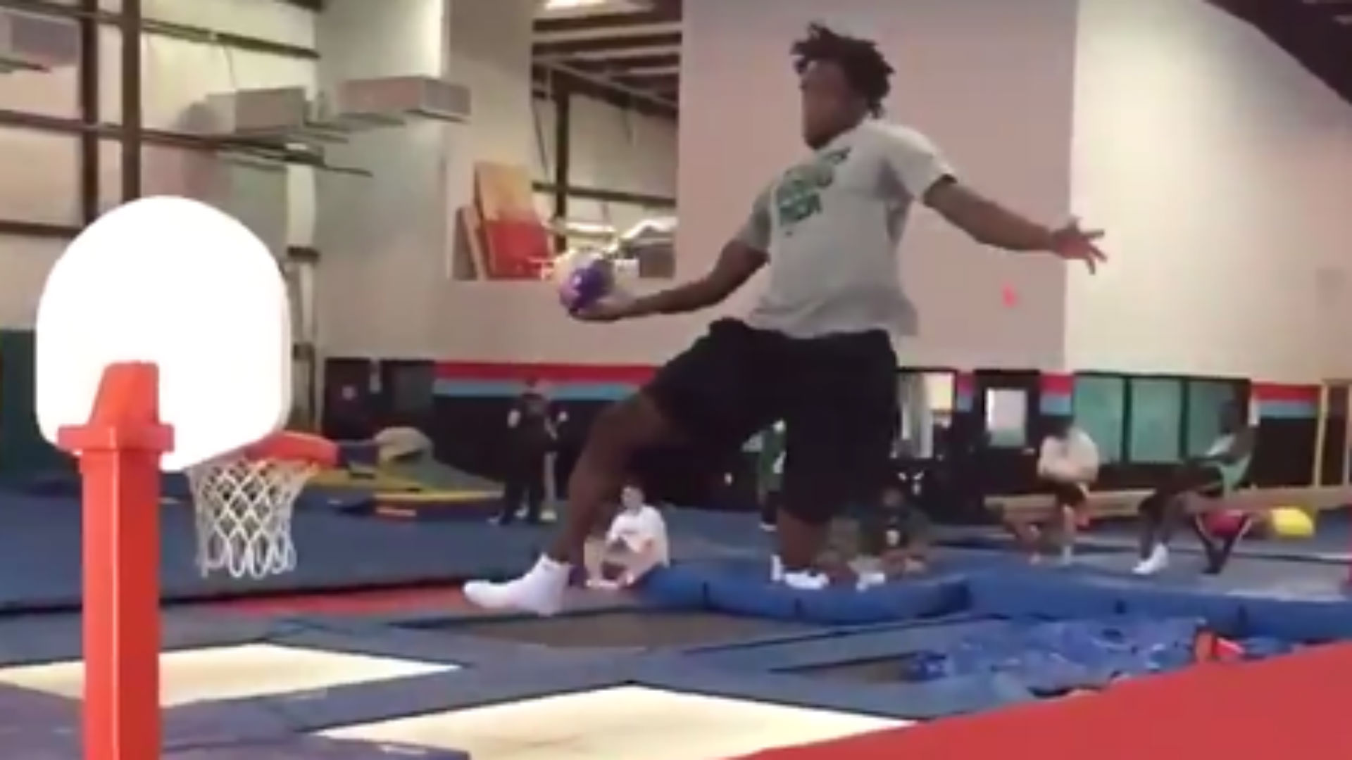 Baylor spends the offseason trampoline dunking