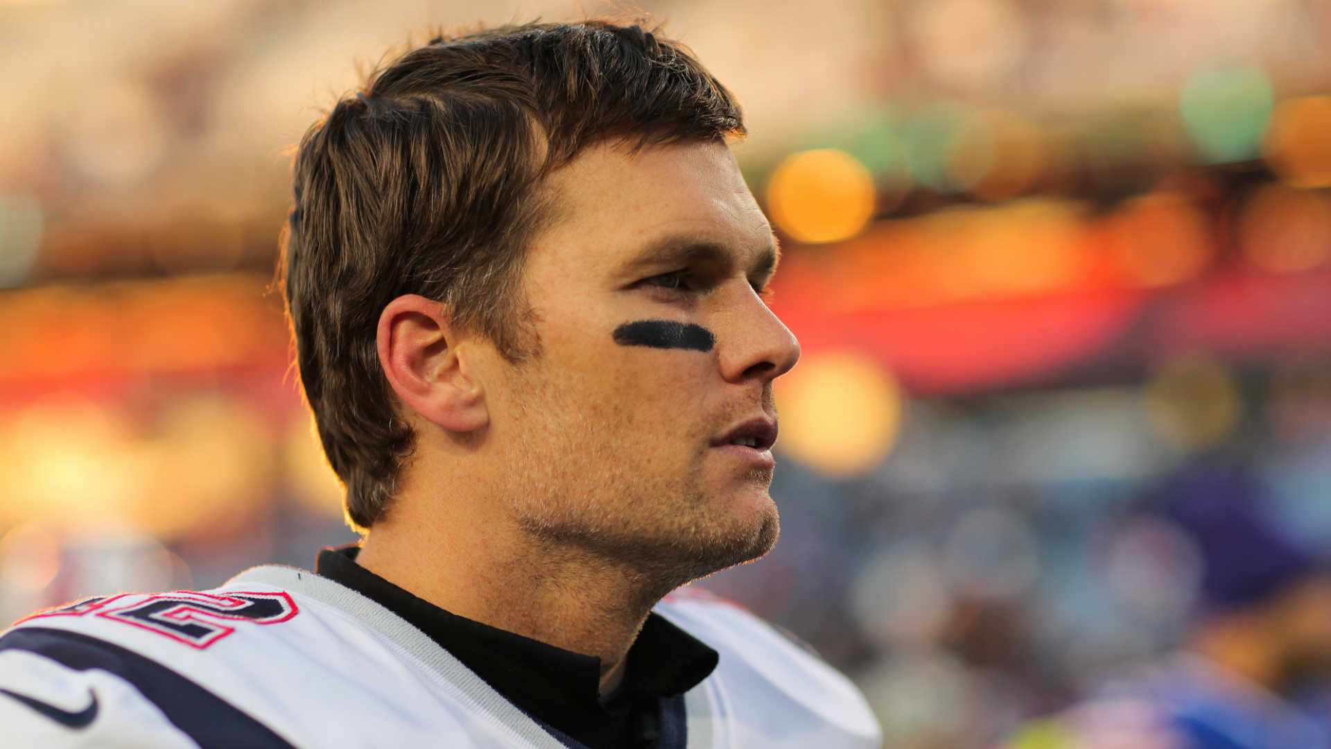 Thumbgate: Tom Brady arrives to Gillette Stadium, keeps right hand hidden