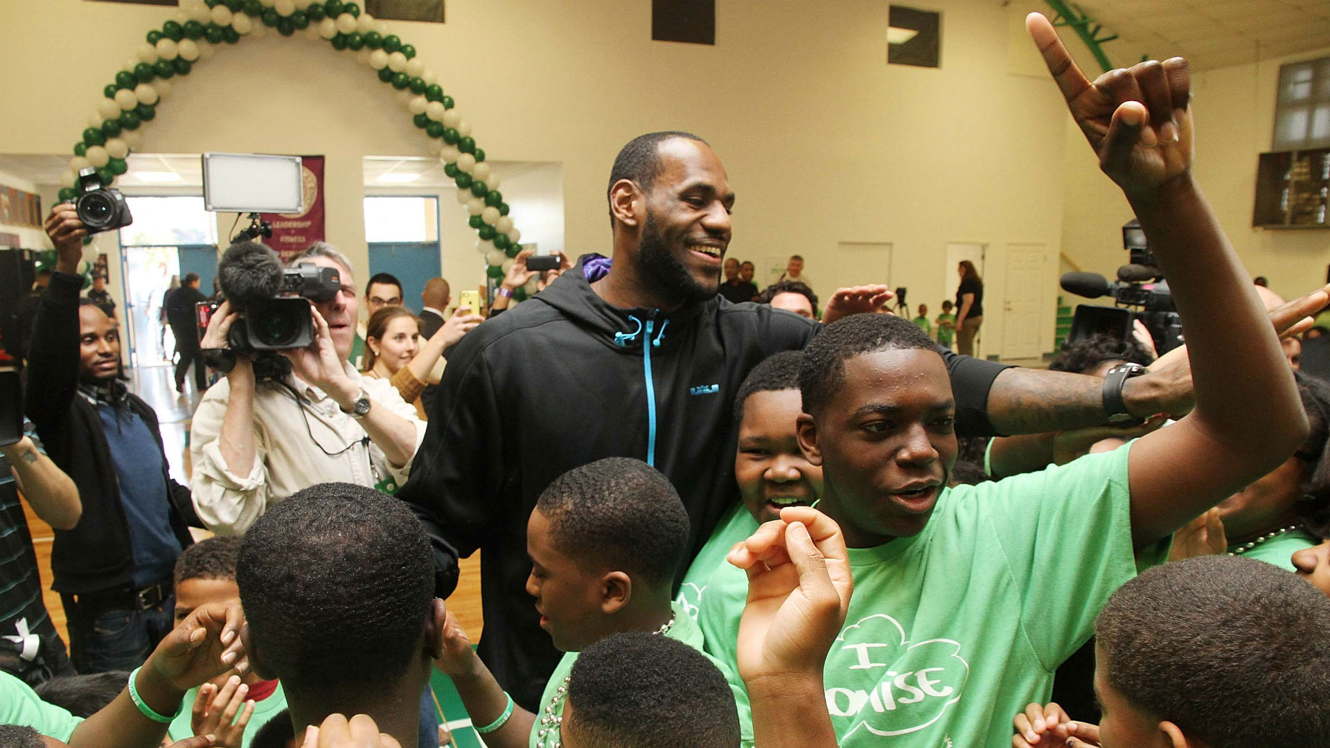 LeBron James wins Citizenship Award for community service