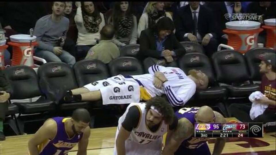 chris-kaman-bench-2514-twitter-ftr