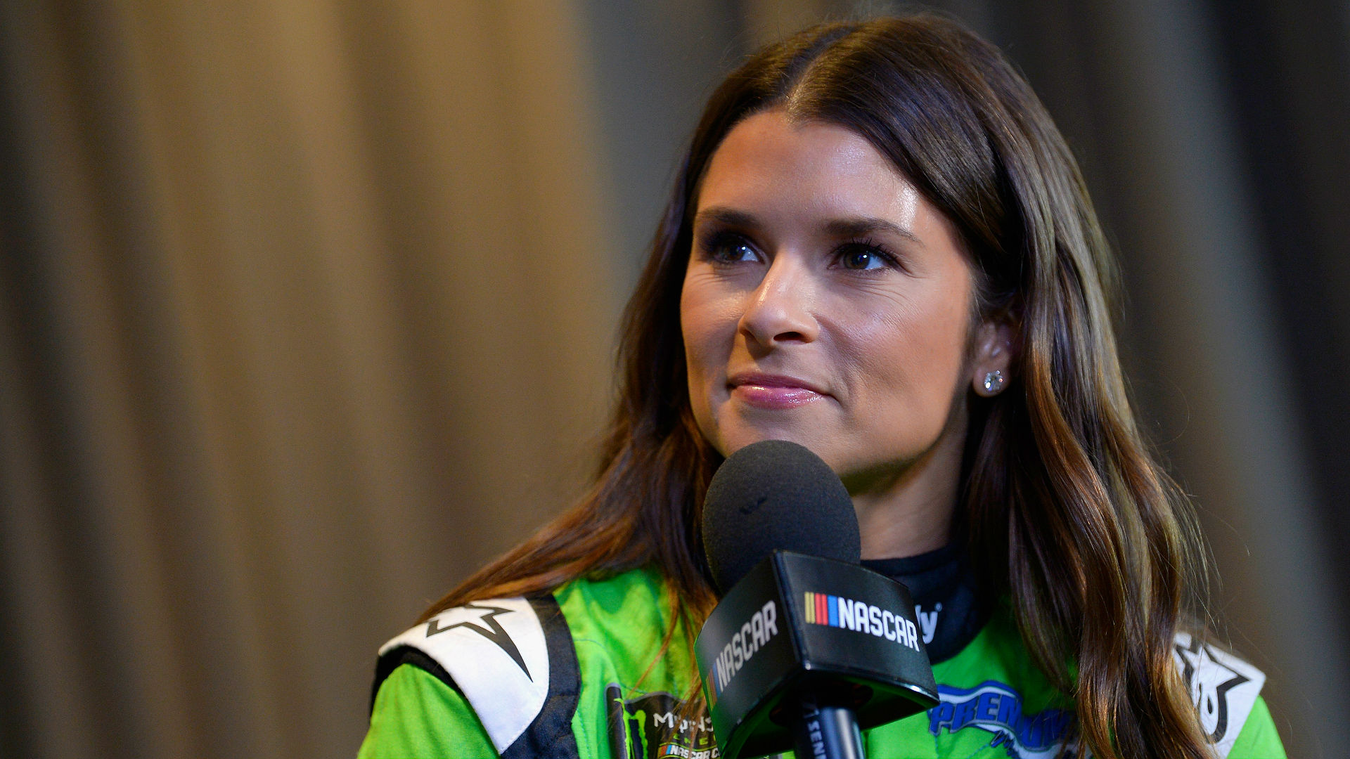 Danica Patrick posts beach picture with Aaron Rodgers before Daytona 500