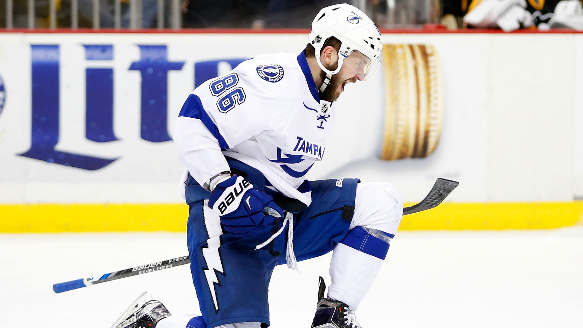 Kucherov scores twice, Lightning beat Red Wings 3-2