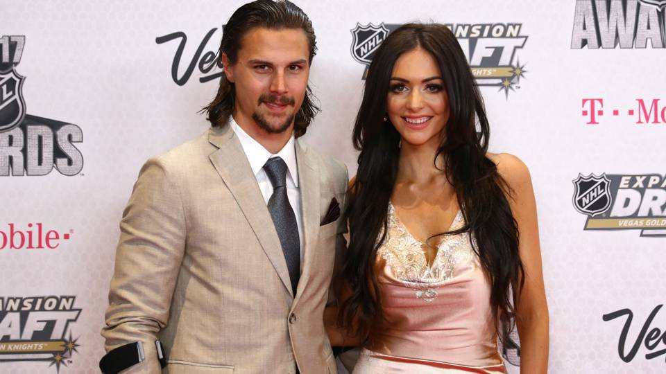erik-karlsson-melinda-curry-080617-getty-ftr.jpeg