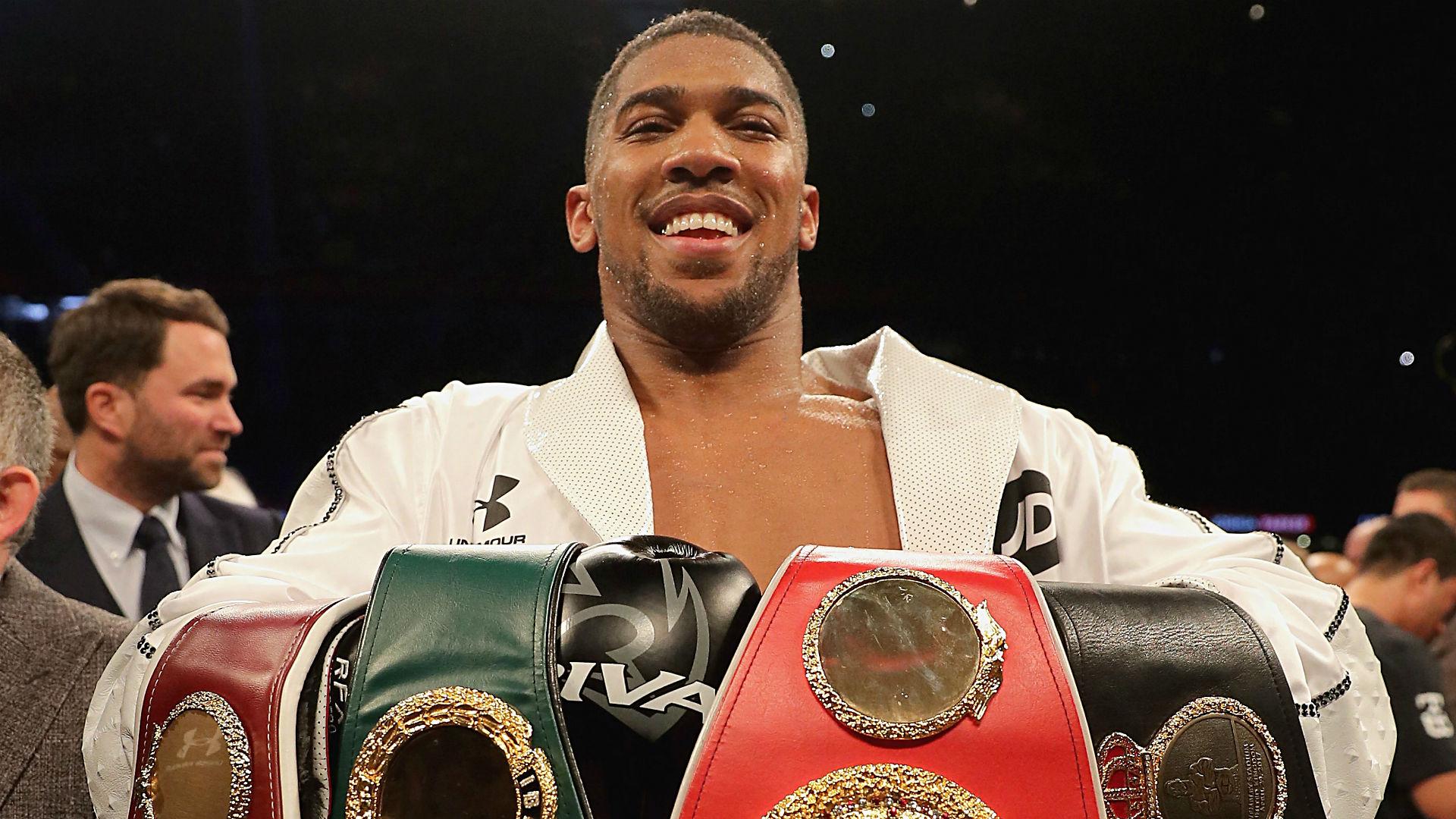 Boxing legend reveals Deontay Wilder's biggest weakness