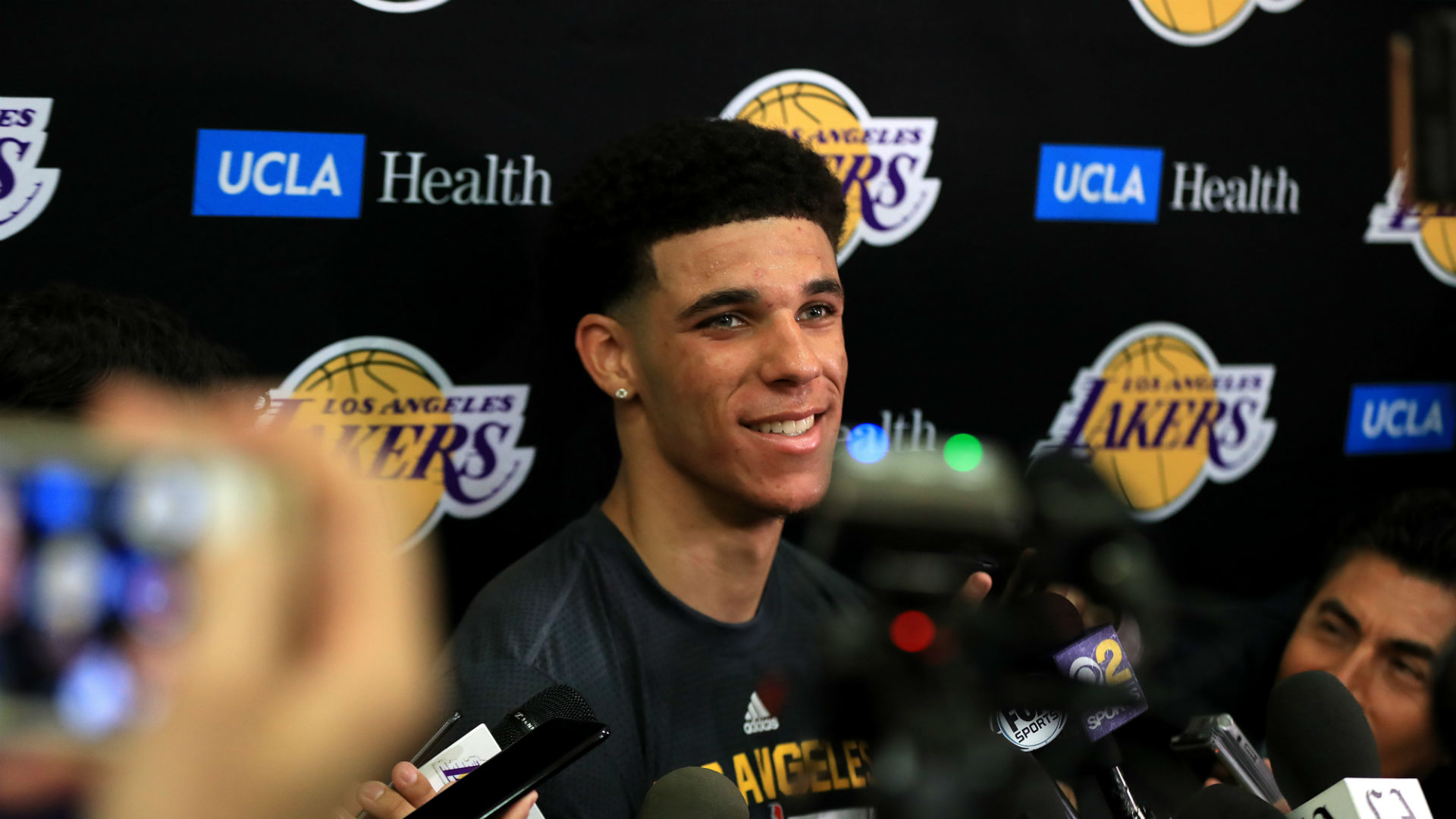 Magic Johnson calls Lonzo Ball 'the new face of the Lakers'