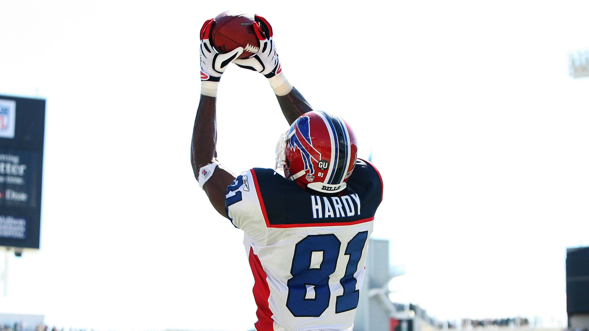 Former Bills WR Hardy dead at 31