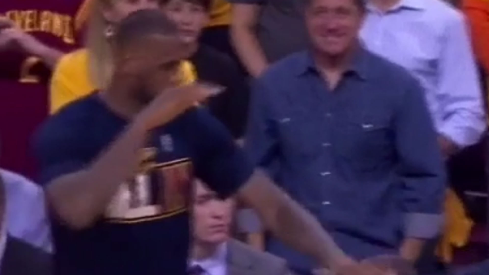 David Blatt leaves LeBron James hanging on handshake attempt following Cavs' win