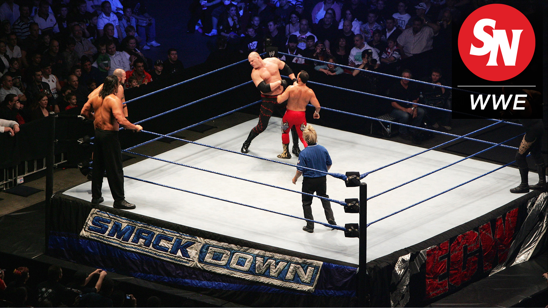 fans jump into ring during 39 wwe smackdown 39 taping in london wwe sporting news. Black Bedroom Furniture Sets. Home Design Ideas
