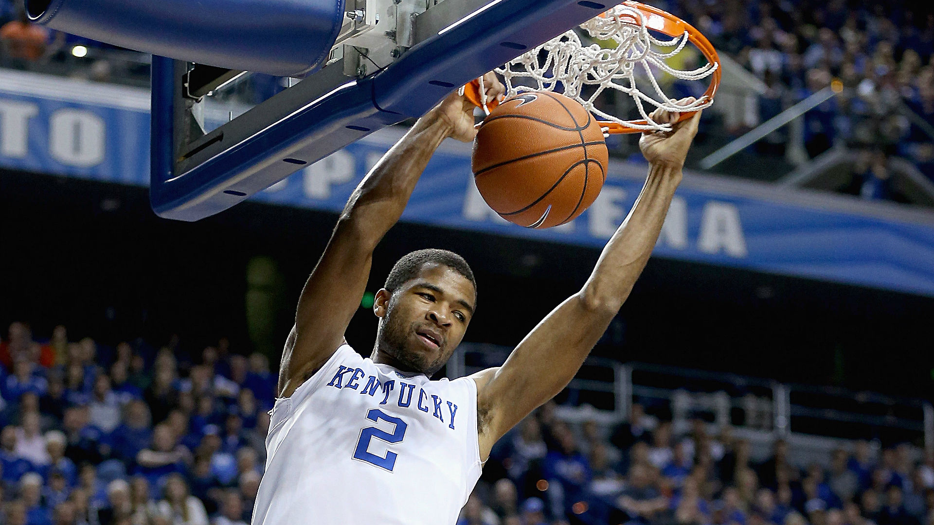 Kentucky opens college basketball season as bigger favorite than anyone can remember