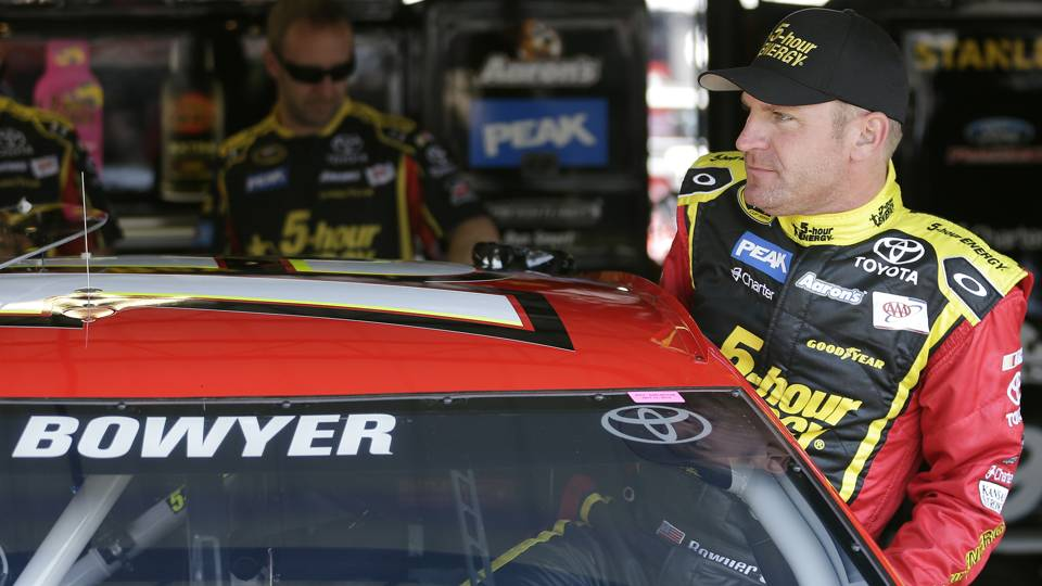 Clint Bowyer-Richmond-AP-FTR.jpg
