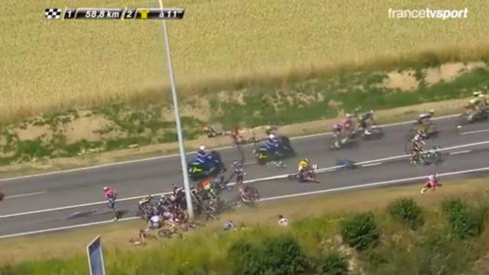 tour-de-france-crash-070615-twitter-ftr