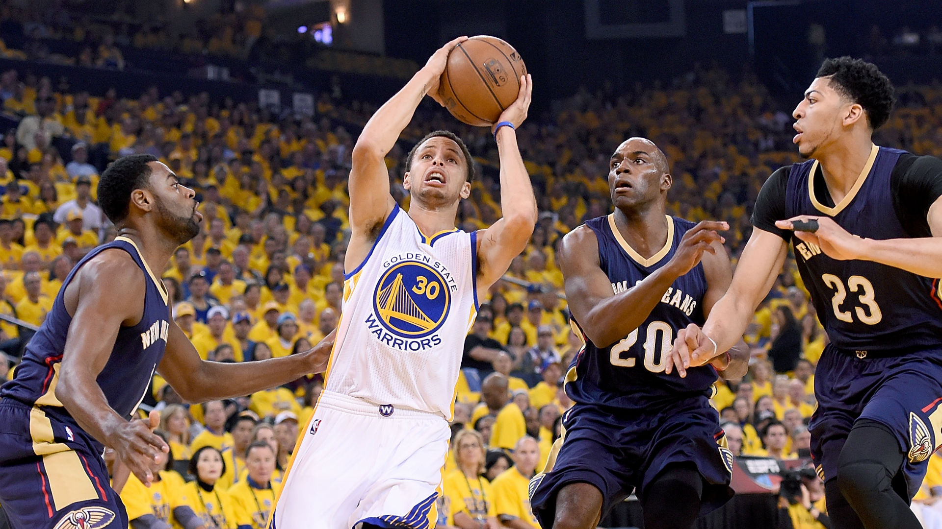 Warriors, fans turn up the volume to beat Pelicans in Game 2