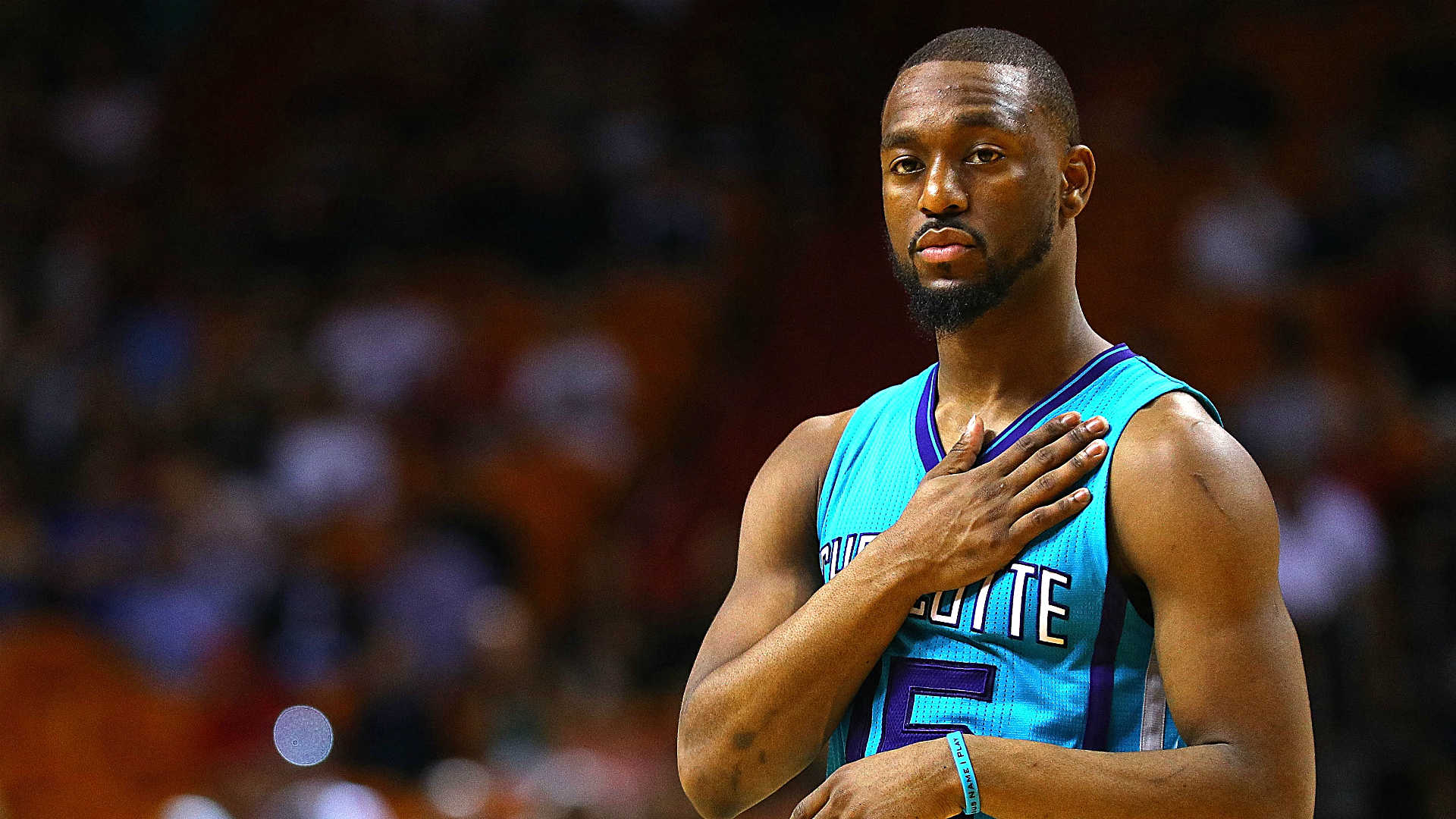 Heat loses crucial game to Hornets as Wade misses late shot