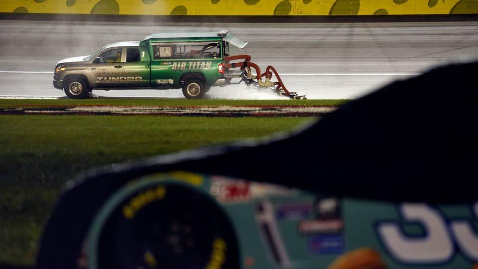 Rain-Kansas-Speedway-050915-FTR-Getty.jpg