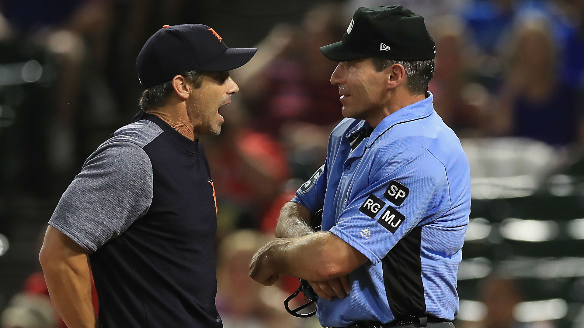 Tigers' Kinsler says ump Hernandez should get out of game