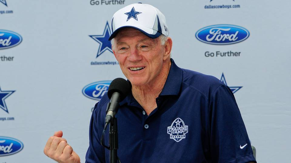Jerry-Jones4-121013-AP-FTR.jpg