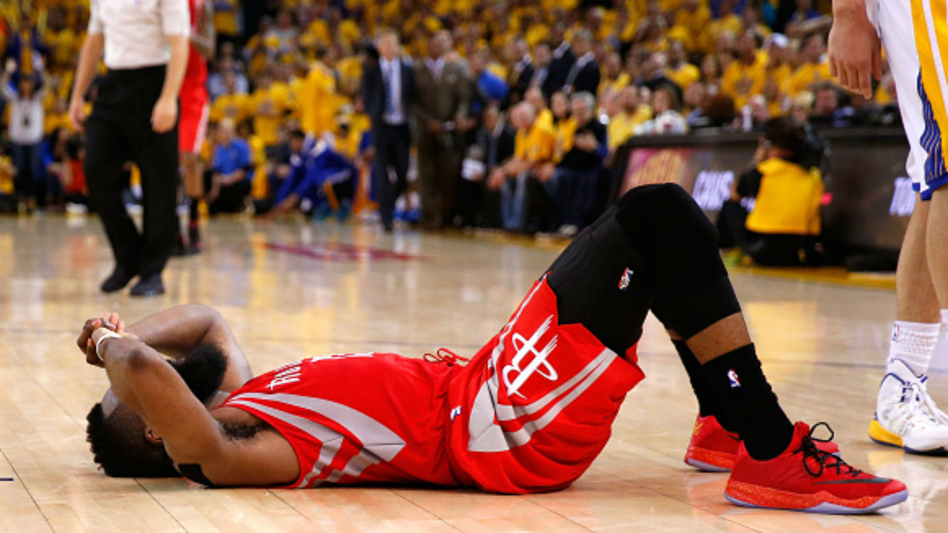 Basketball Twitter didn't approve of James Harden's decision to pass to Dwight Howard