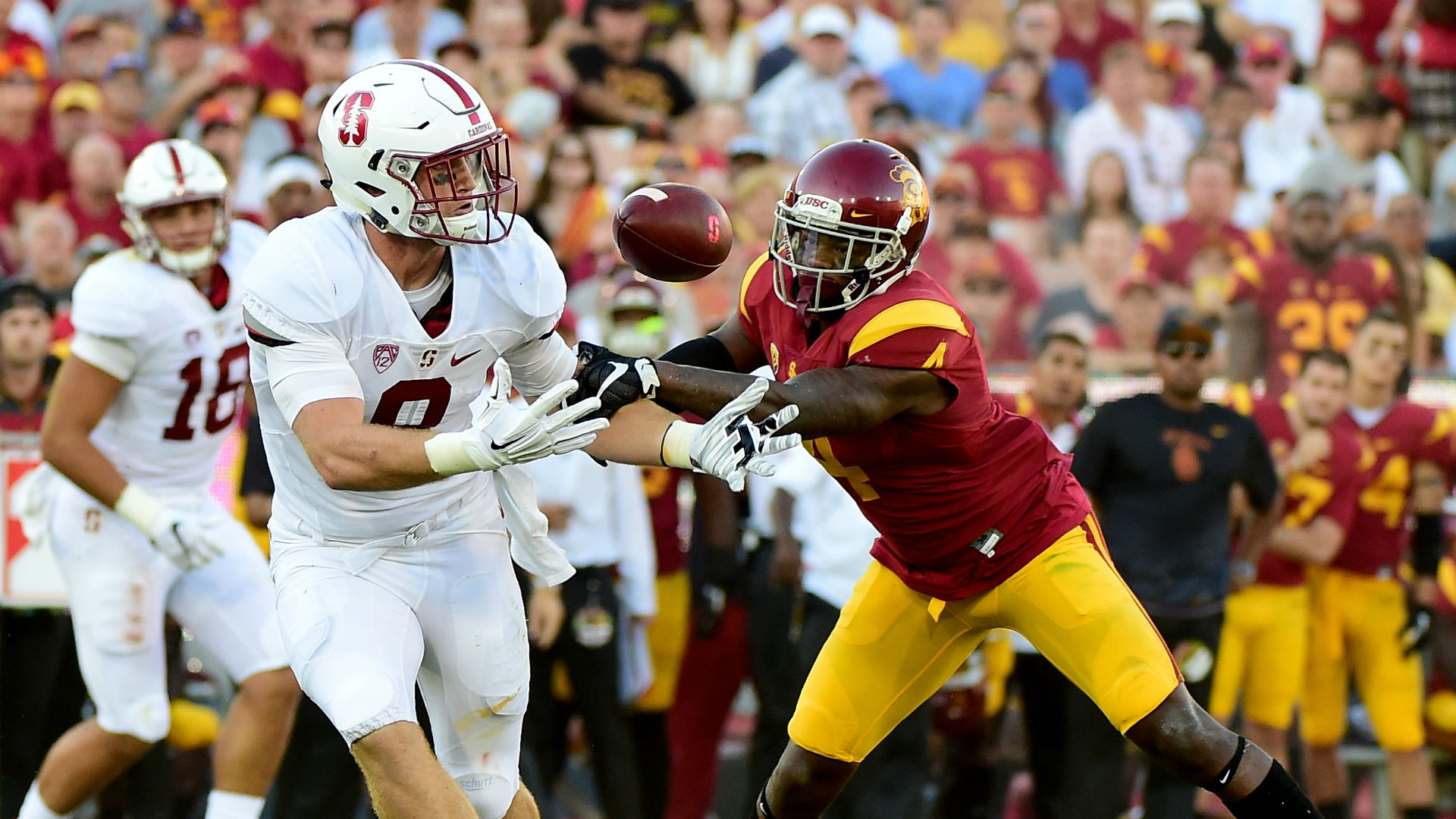 who plays tonight for football ncaa college football scores live