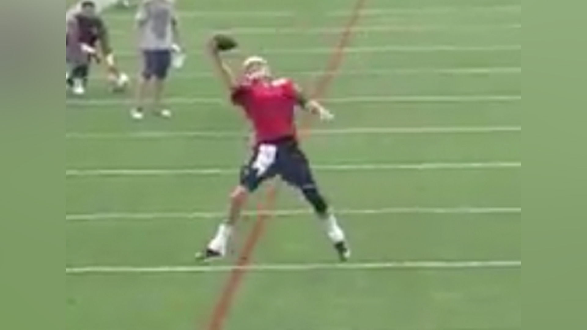 Tom Brady makes sick, one-handed grab at Pats camp